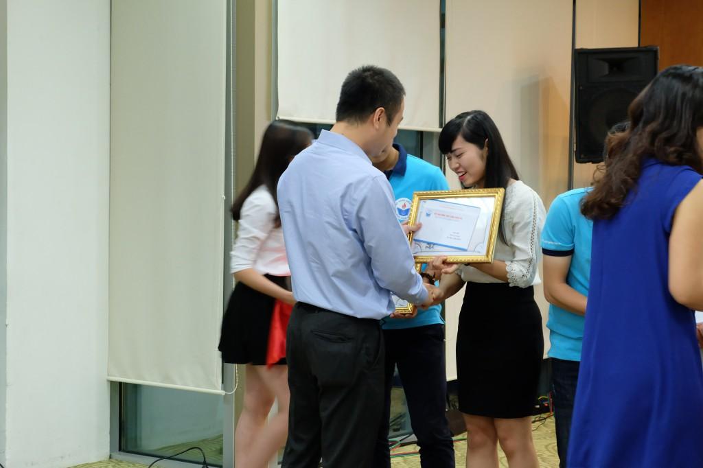 Trao học bổng cho sinh viên