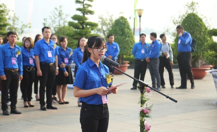 Nguyễn Thị Thu An vinh dự đại diện cho 336 đại biểu thanh niên tiên tiến toàn quốc của Trung ương Đoàn phát biểu tại Lễ báo công dâng Bác ở bến cảng Nhà Rồng nhân ngày sinh nhật Bác (19-5)